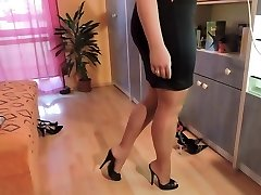 Unexperienced in nylon pantyhose and high heel shoes