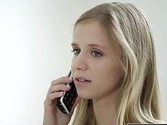 ΜΠΛΑΚ-Petite ξανθιά έφηβος Ρέιτσελ Τζέιμς πρώτο μεγάλο μαύρο πουλί