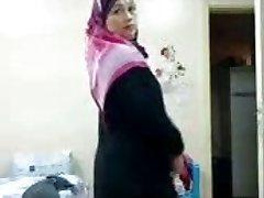जूलियट कमबख्त, अरब पोशाक