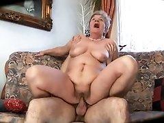 Stygg med mamma slapp kropp & puppene & fyr