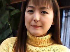 Joven Yuki Amagi plasy con su ceamy chocho
