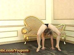 Erstaunlich flexible Ballerina in nylons (HD)