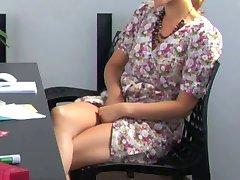la masturbación detrás de escritorio