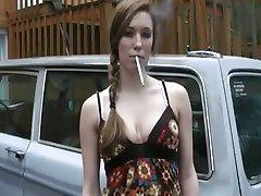 hermosa chica de fumar 120's