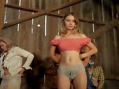 Las mujeres desvistiendose en el escenario de 1972