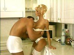 Anita Blond - Clip (El Cumpleaños)