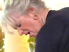 rubia abuelita follando