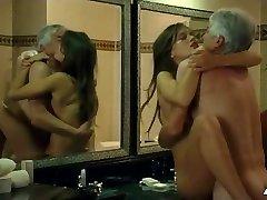 marine vacth sexo en young & hermoso