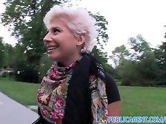 PublicAgent Blondi lesbo oppii imeä isoa kyrpää