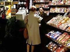 Een Vrouw Bezoeken Een Sex Shop Om Porno Te Bekijken