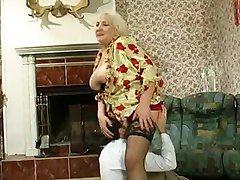 Грудастая Бабушка Трахается