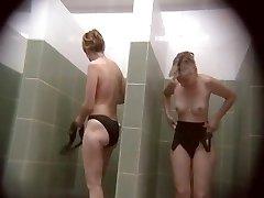 Скрытые камеры в общественных душевых бассейна 751
