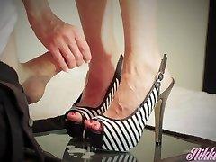 Schwester in law ' s trockene Füße braucht einige dick cum zu massieren!