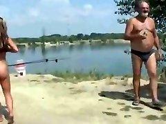 Nude Beach - Salope Exhibitionniste Pose pour les Voyeurs