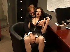 Samantha Ryan baisée par son patron