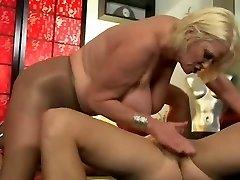 बीबीडब्ल्यू दादी गुदा दृश्य में 220.SMYT