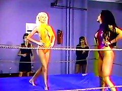 Utakmica hot lesbian četvorka hrvacka