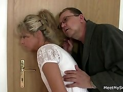 Eltern tricks Ihren Sohn's GF sex