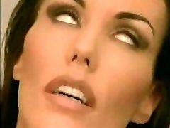 linda morena insertar un émbolo anal