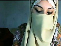 Arab Girl Teasing Her Tits