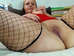 BBW uses large toys inserts bat and cola can on cam