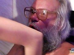 Teen Smyslná Masáž Ptáka a Kočička kurva s velký péro, děda super hot