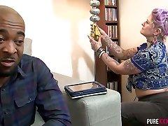 černá stud podvádí svou ženu s tetováním punk hledá služku