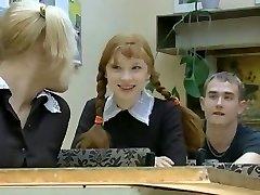 新来的女孩在学校