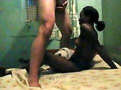 业余的自制的色情漂亮的年轻妓女在非洲