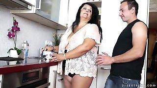 Порно зрелых мам толстых50