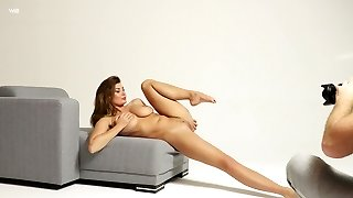 Sensual leggy gymnast Lucy performs her captivating smooth cunny