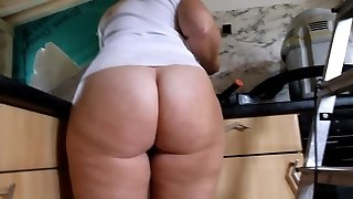 Massive Rump PAWG Cleaning the Kitchen Bottomless