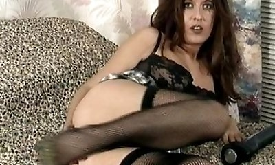 Vintage MILF in ebony underwear and stockings