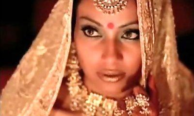 הודי שחקנית bipasha basu מראה השד: