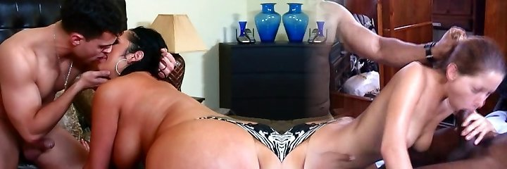 Chubby mommy Vannah Sterling shows off her skills