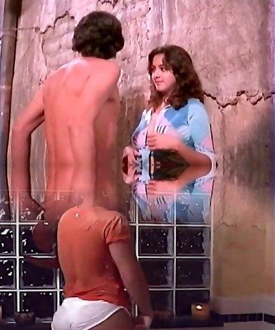Alma Delfina, actriz mexicana ensenando las tetas!
