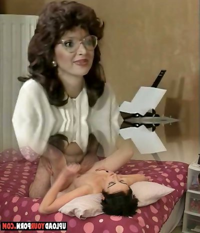 Brunette skank in black tights gets fucked in missionary position