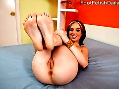 Riley is at home and wants her size 7.5 feet rubbed. Her dumb boyfriend Tyler brings home a secondhand foot spa that she refuses to use, so he ends up massaging her feet the old-fashioned way and she rewards him with a footjob. That leads to a hot blowjob then sex in spoon, cowgirl, doggy, and finally Tyler pops on her feet in missionary.