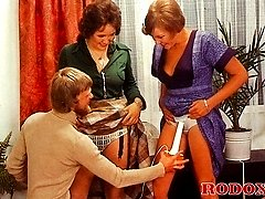 Retro girls blowing a cock