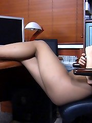 Lovely secretary takes off her glamour high heels to play with nyloned feet