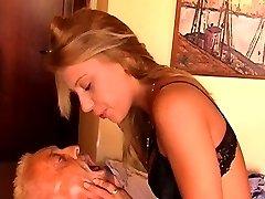 Mistress Nikki forces slave to lick