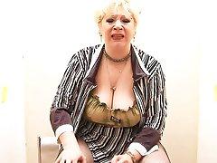 Blonde BBW-Granny takes BBC on Toilette