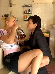 Luring mature chick fondling and kissing fresh slit right in the bathroom