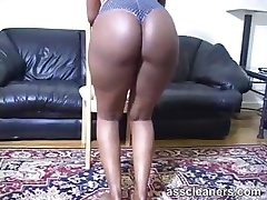 Ebony mistress lures you with her bouncy ass for licking