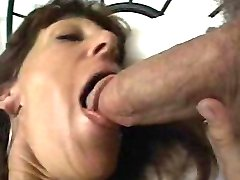 Mature brunette babe giving blowjob in bed
