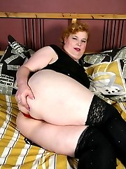 Naughty mature BBW playing with herself