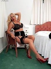 Curvy Taylor in her vintage bra and fancy panties!