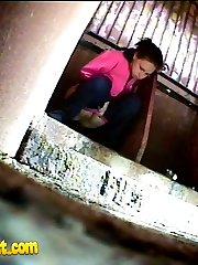 Voyeur hiding in park loo films unsuspecting hoes