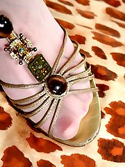 Footsie teaser takes off her sandals and toys her nyloned feet with pearls