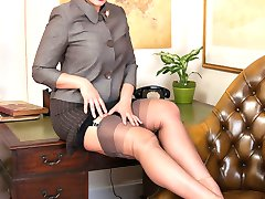Come and join Beth for some expert masturbation instruction clad in sheer grey FF nylons exposing her stunning wet pussy.